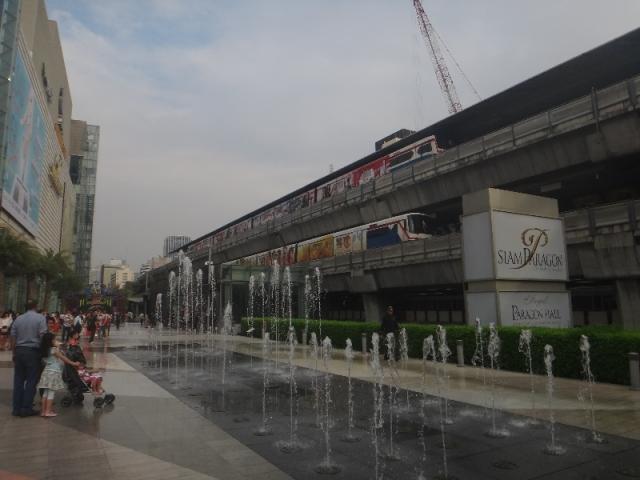 Le metro aérien à Bangkok