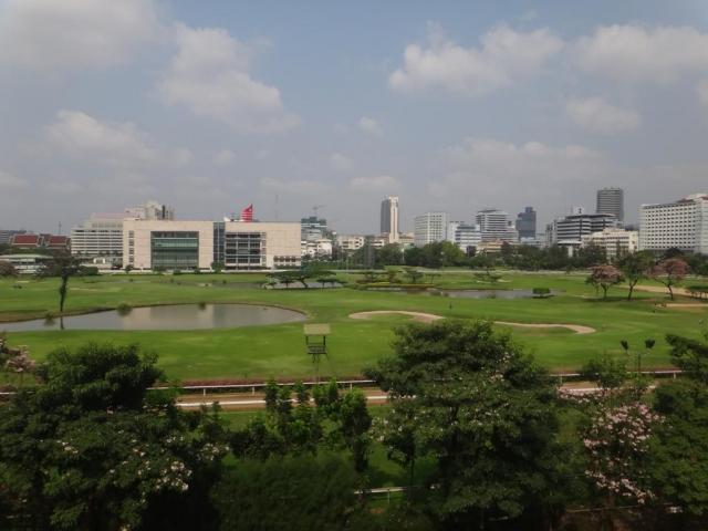 Terrain de golf en plein centre ville.