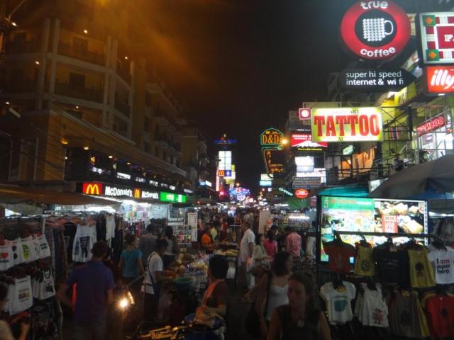 Khaosan Road la nuit.