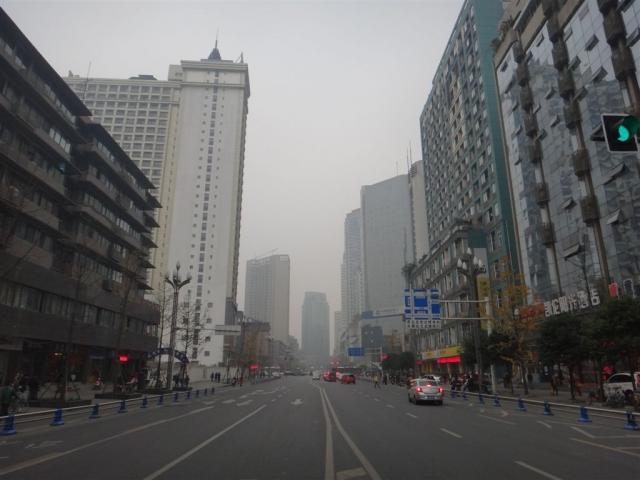 Avenue de Chengdu...dans le brouillard