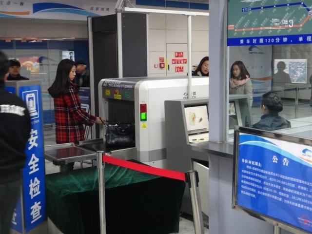 Détecteur rayon-x a l'entrée du métro