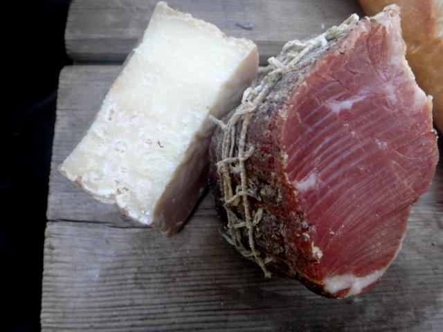 Le repas de ce soir : du lonzo et tomme de chèvre