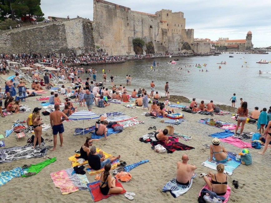 Plage (bondée) de Collioure
