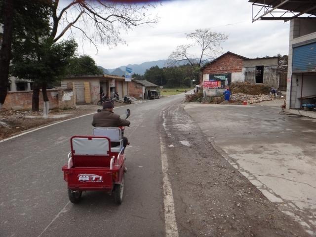 ...meme sur son scooter electrique!