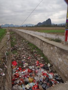 Beaucoup de pollution aux abords des villages...