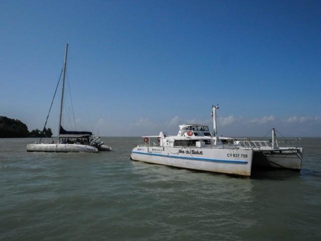 La navette et le voilier de Tropic Alizés
