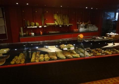 croissant, pain au chocolat, sandwich jambon beurre ?