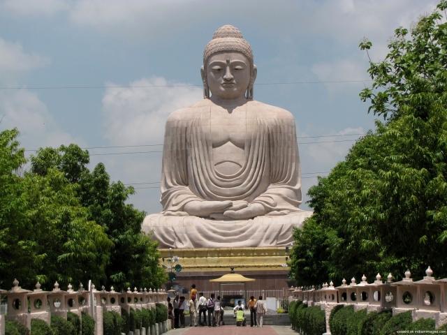 L'immense Bouddha de Bodhgaya haut de 25m.