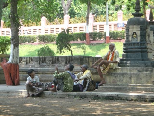 Dans les jardins de BodhGaya, une ambiance tranquille.