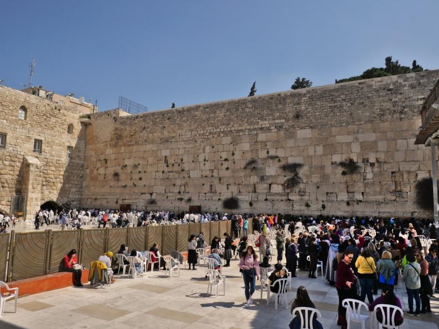 Mur des lamentations, à gauche les hommes, à droite les femmes (et la torah sera bien gardée) - Jérusalem