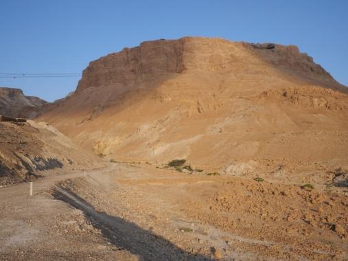 En haut, la forteresse de Massada