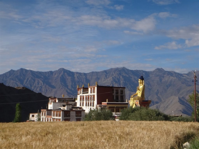 Monastère de Likir et le bouddha maitreya géant de 23m.