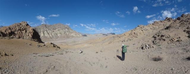 Début du chemin de rando dans la vallée de Sham