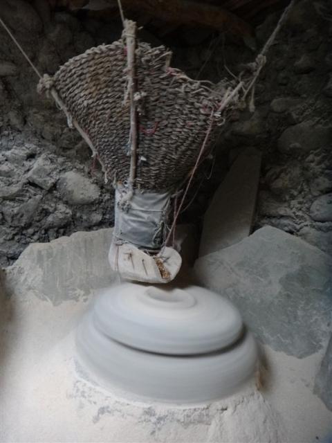 Moulin à eau pour broyer l'orge grillé.