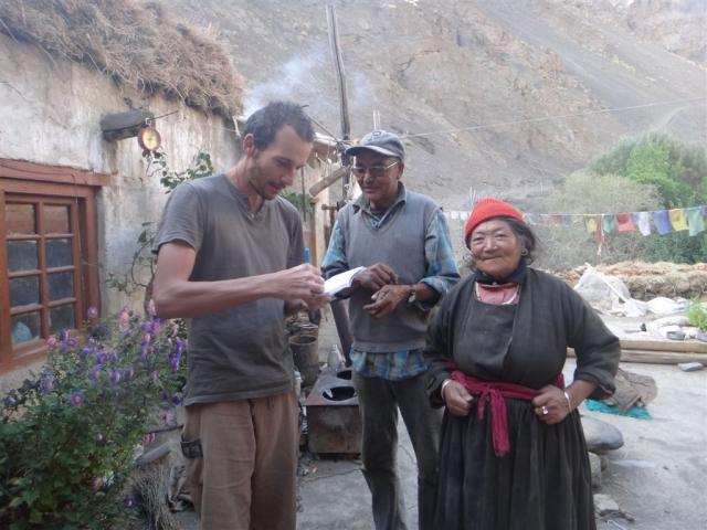 Dans le village de Tar, je prends son nom pour les recommander.