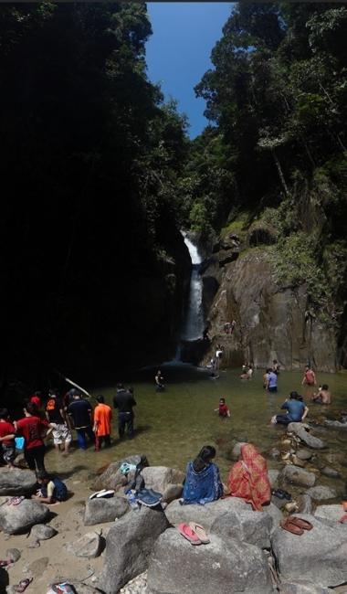 Les chutes d'eau Chiling, ambiance familiale.