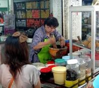 Preparation de la salade de mangue verte