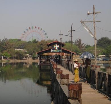 Sur les bords de l'Irrawaddy
