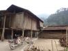 Maison en bois sur pilotis au bord du lac