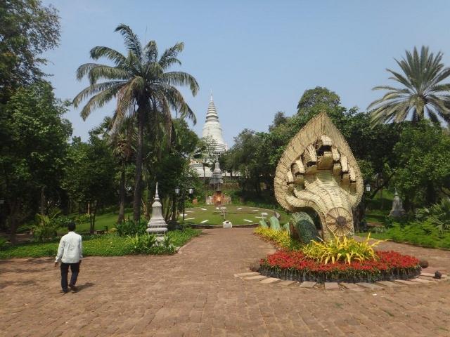 Wat Phnom avec le Naga (serpent)