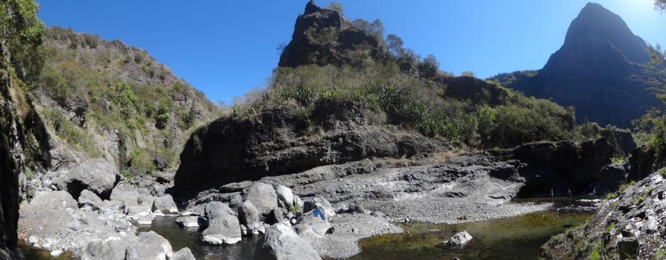 Baignade dans la rivière des Galets