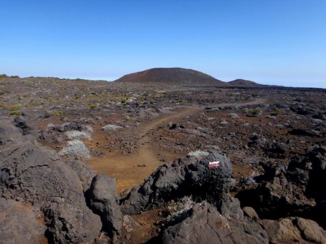 sentier vers le gîte du volcan