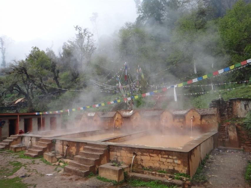Village de Tatopani, source chaude. Tatopani signifie eau chaude en népalais.