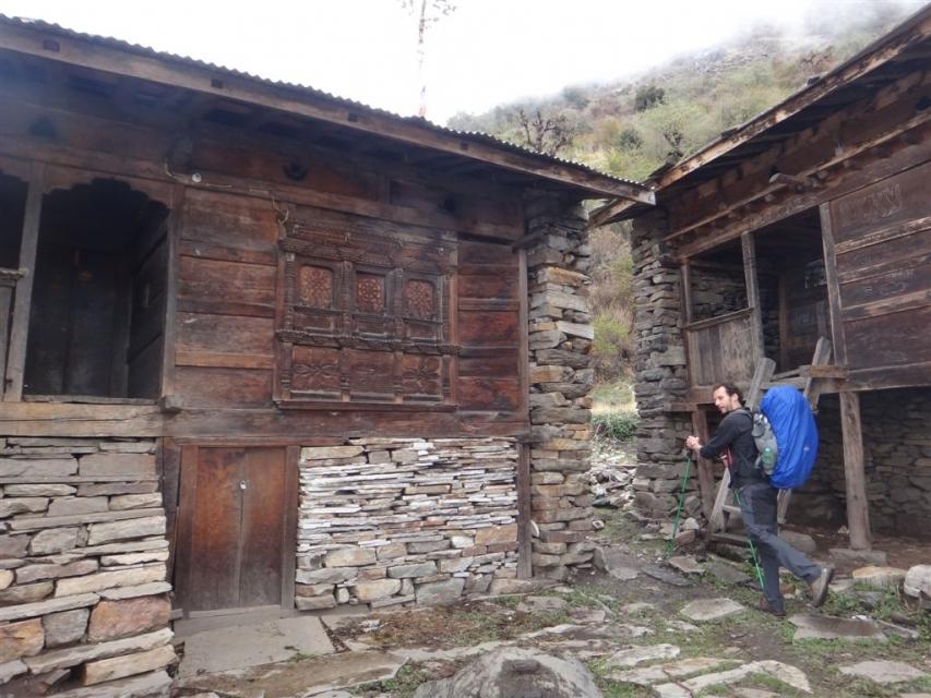 Maison traditionnelle en bois sculpté.