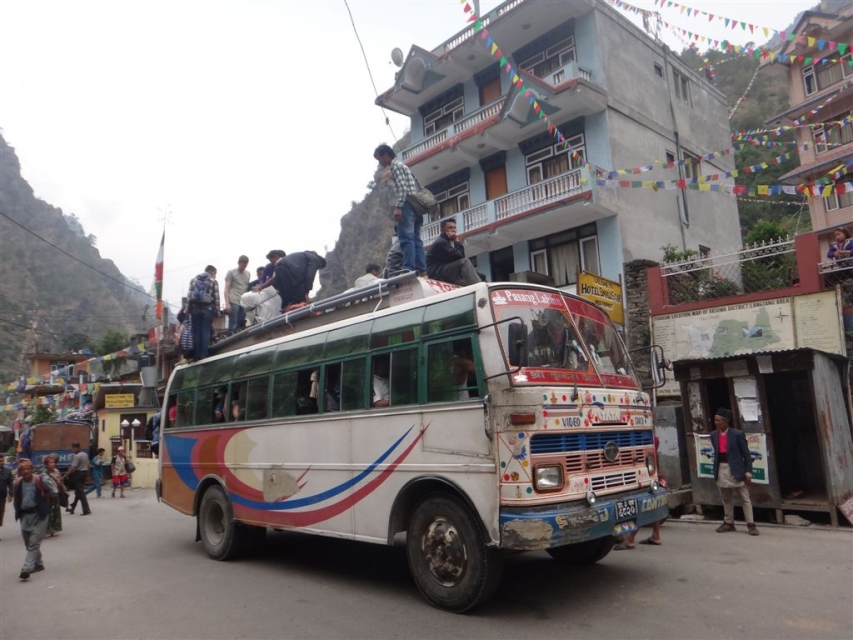Syaphru Besi, bus local en provenance de Kathmandu.