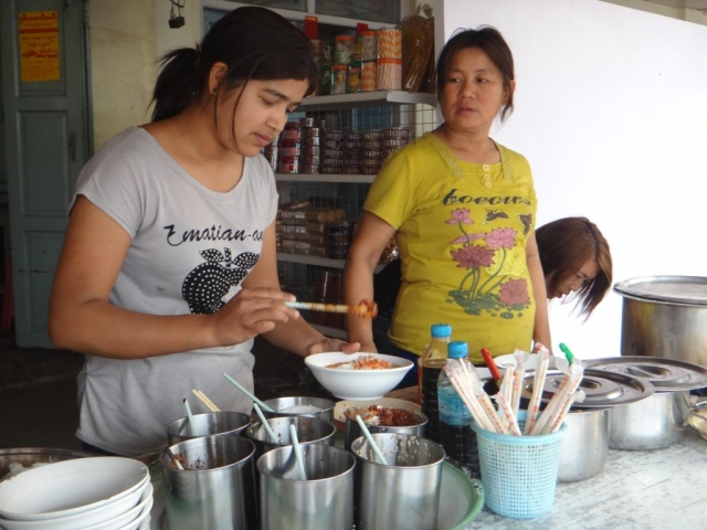 Préparation de Shan Noodle