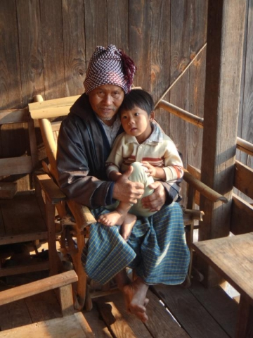 Nos hôtes dans le village de Taung Lar.