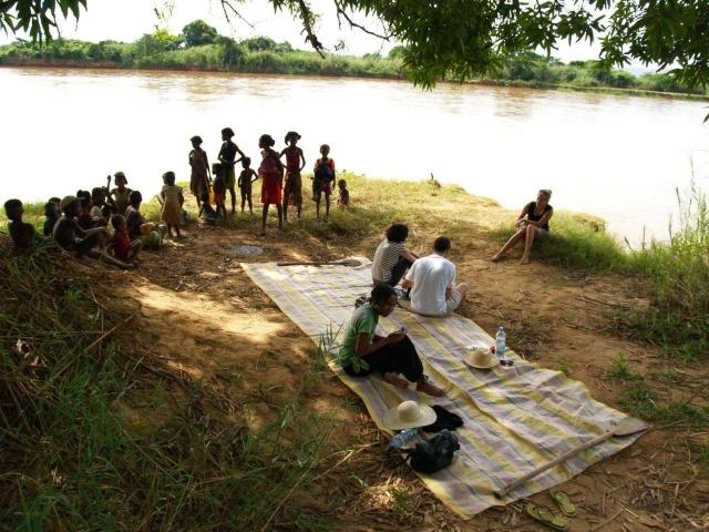 pause repas sur la tsiribihina