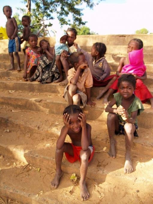 enfants au départ de notre pirogue