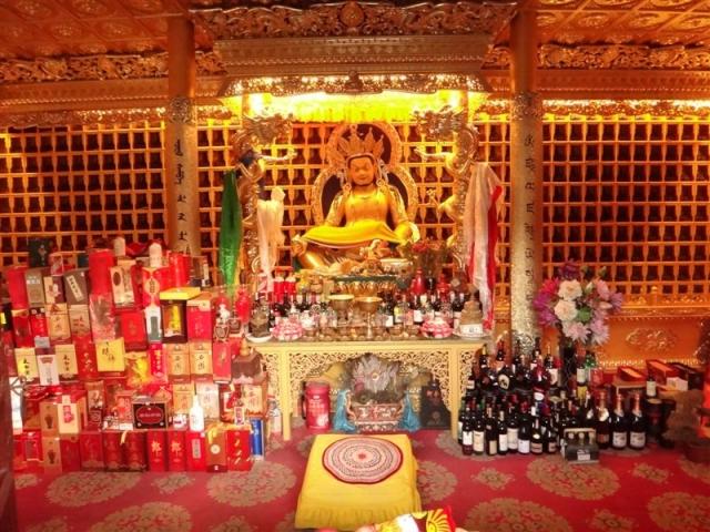 Offrandes sur un autel bouddhiste