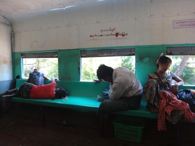 Dans le train circulaire de Yangon