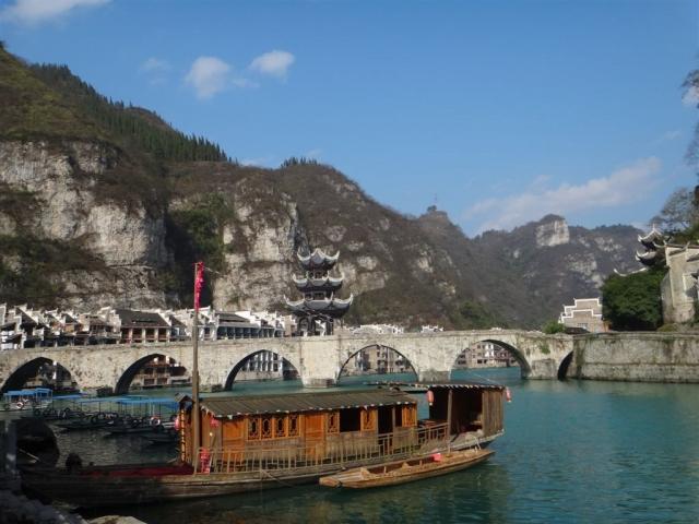 pont Wuxi avec son pavillon sur la riviere Wuyang